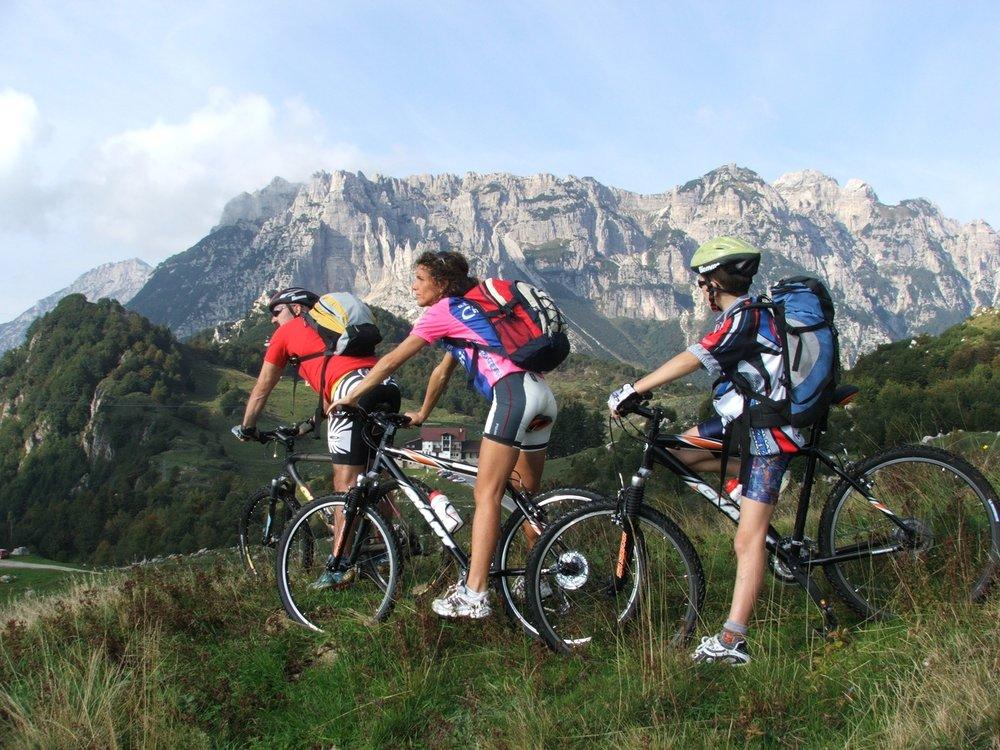 Sport&Natura Weekend - Vivi Recoaro Terme attraverso una miriade di attività sportive, da semplice escursioni ad arrampicate, ferrate e vie montane. Scopri la natura in bici, a piedi o praticando Nordic Walking. Infinite opportunità.