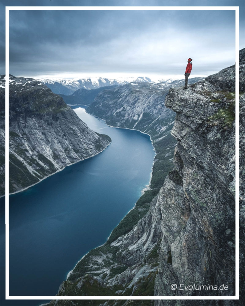 Efficient achievement of own goals   2 day-hiking tour Trolltunga, Norway.