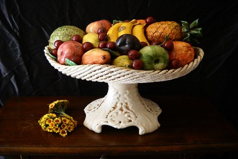 CARAVAGGIO - Hand-decorated fruit Baskets and Stands