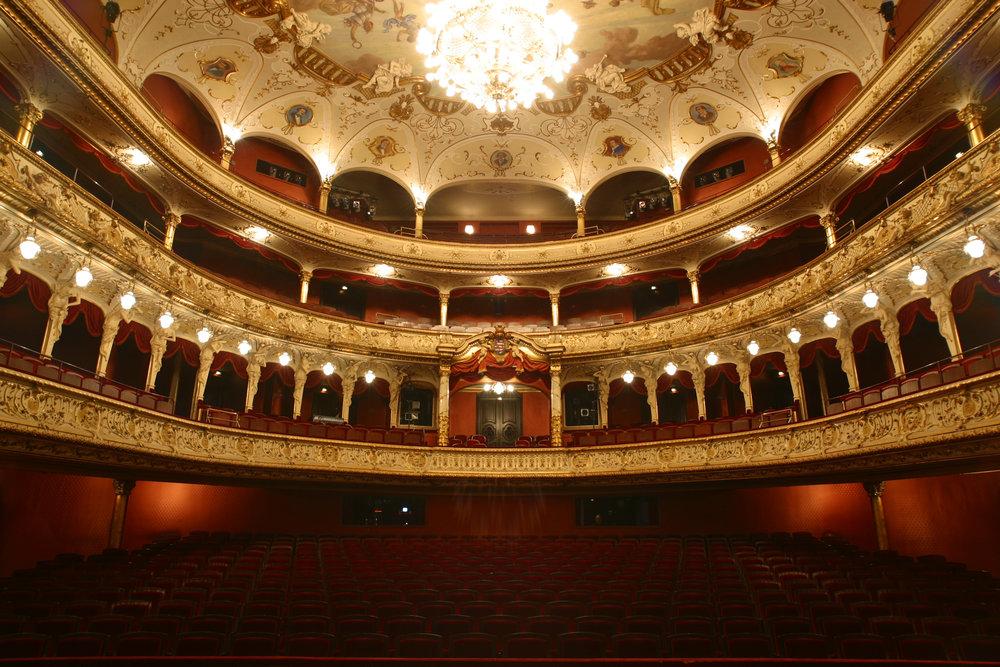 Staatstheater_Wiesbaden_Zuschauersaa012.JPG