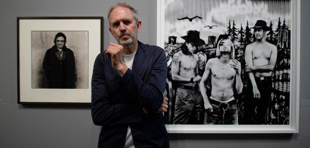 Umgeben von Johnny Cash (l.) und Nirvana: Der niederländische Fotograf Anton Corbijn