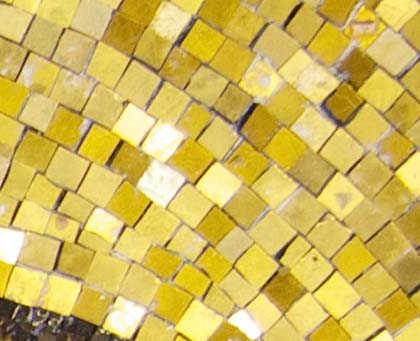 The halo, showing three shades of gold tesserae