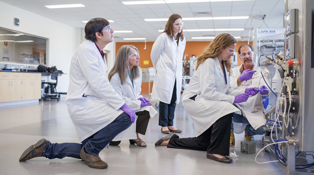 WPI BETC participants receiving hands-on training, effectively preparing them for career in biomanufacturing.