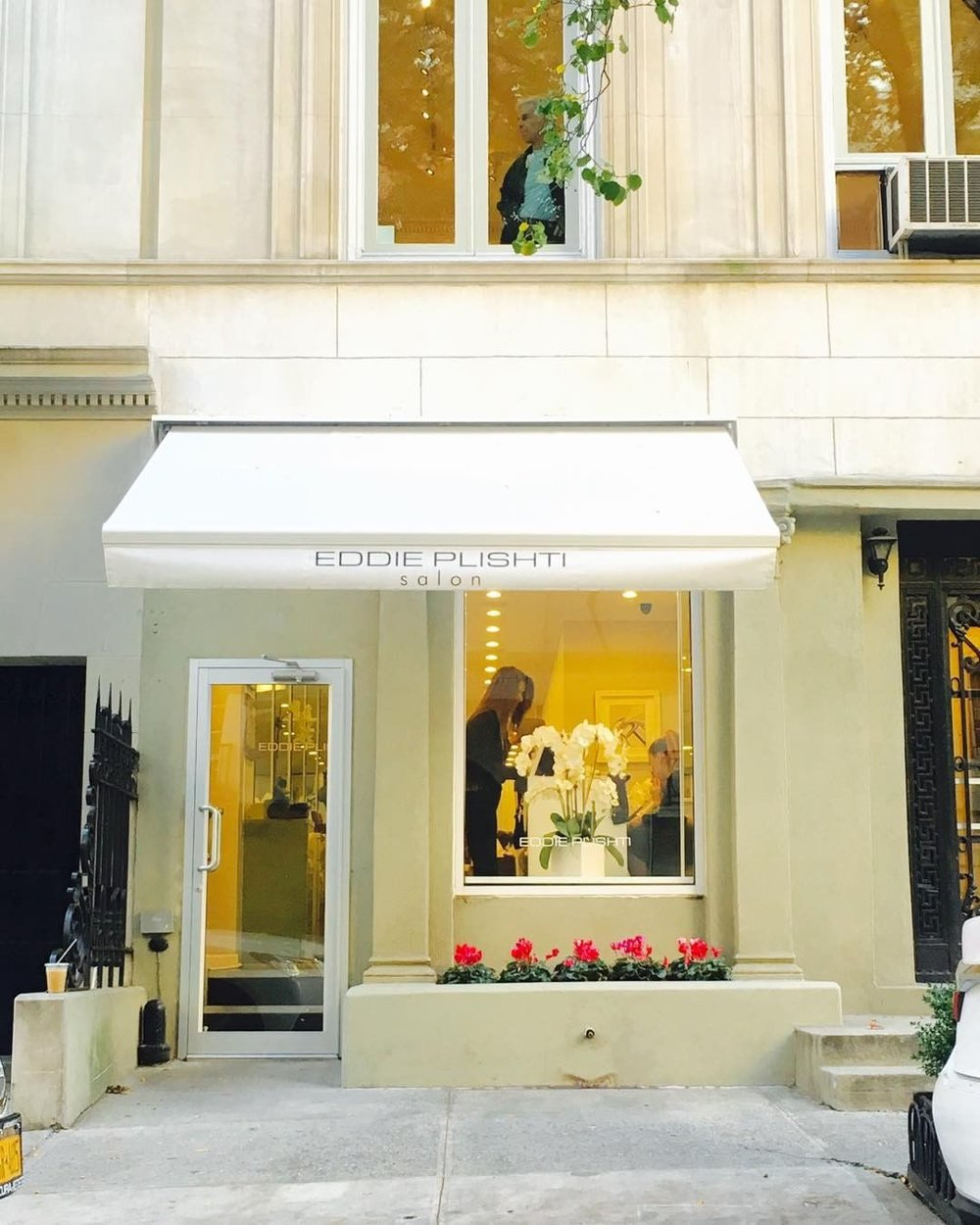 A modern, distinctive salon that is known for its five-star customer service founded on its professional and knowledgeable team of dedicated experts. -