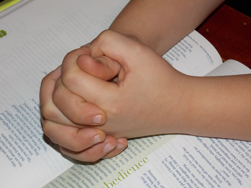 child-praying-hands-1510773_1920.jpg