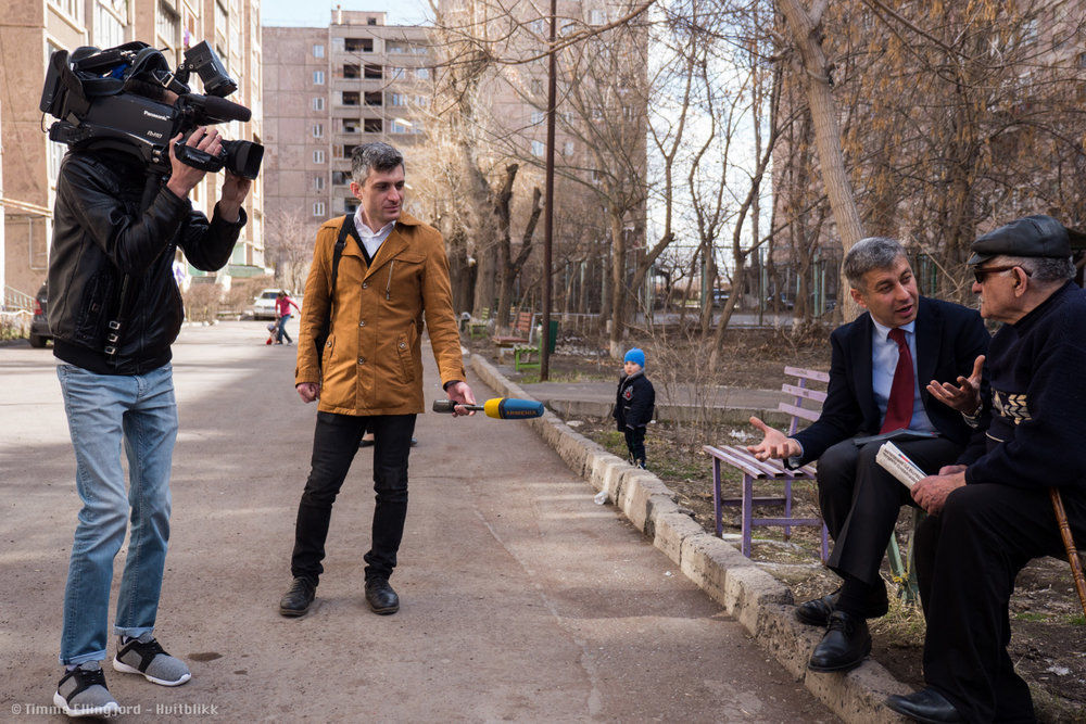 Vlademir Karapetian, talking to potential voters.
