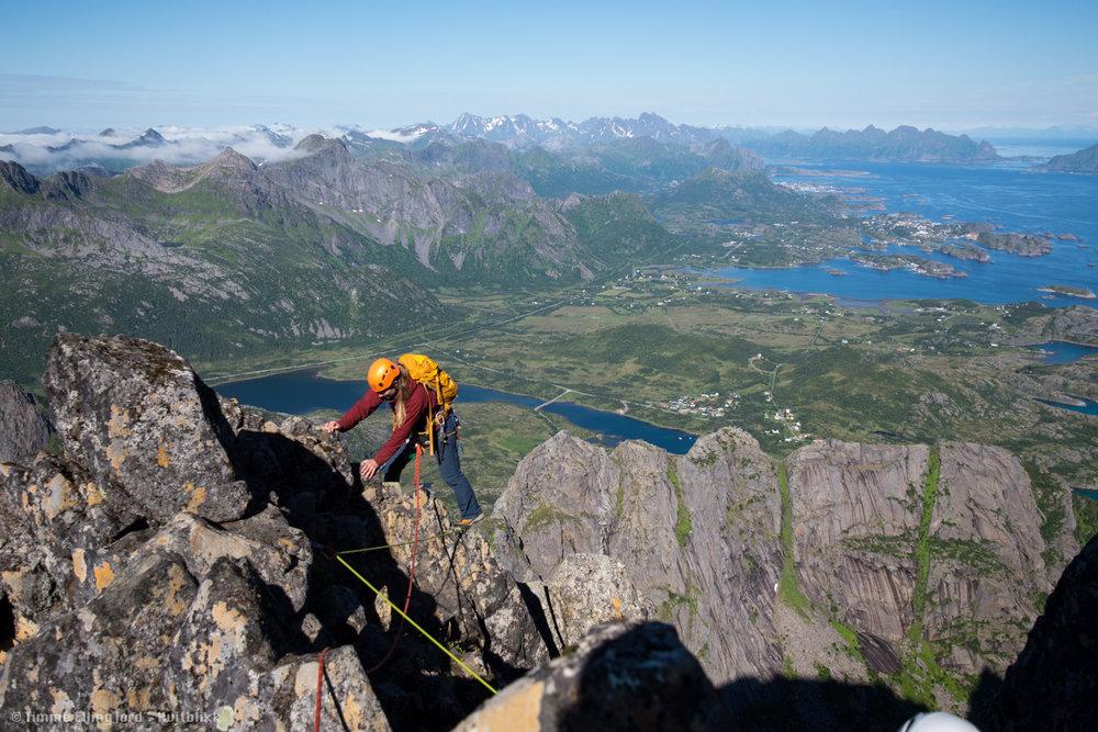 lett, men luftig rute på Vågakallen i Lofoten.