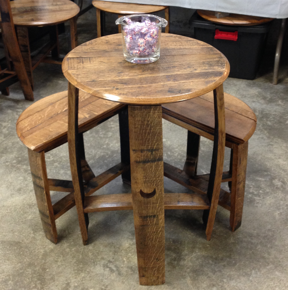 Table w stools.png