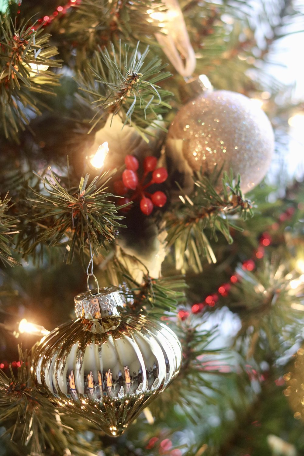 Your Ultimate Guide to Decorating for Christmas on a Budget, How to decorate for the holidays on a budget, budget holiday decor, budget christmas decor
