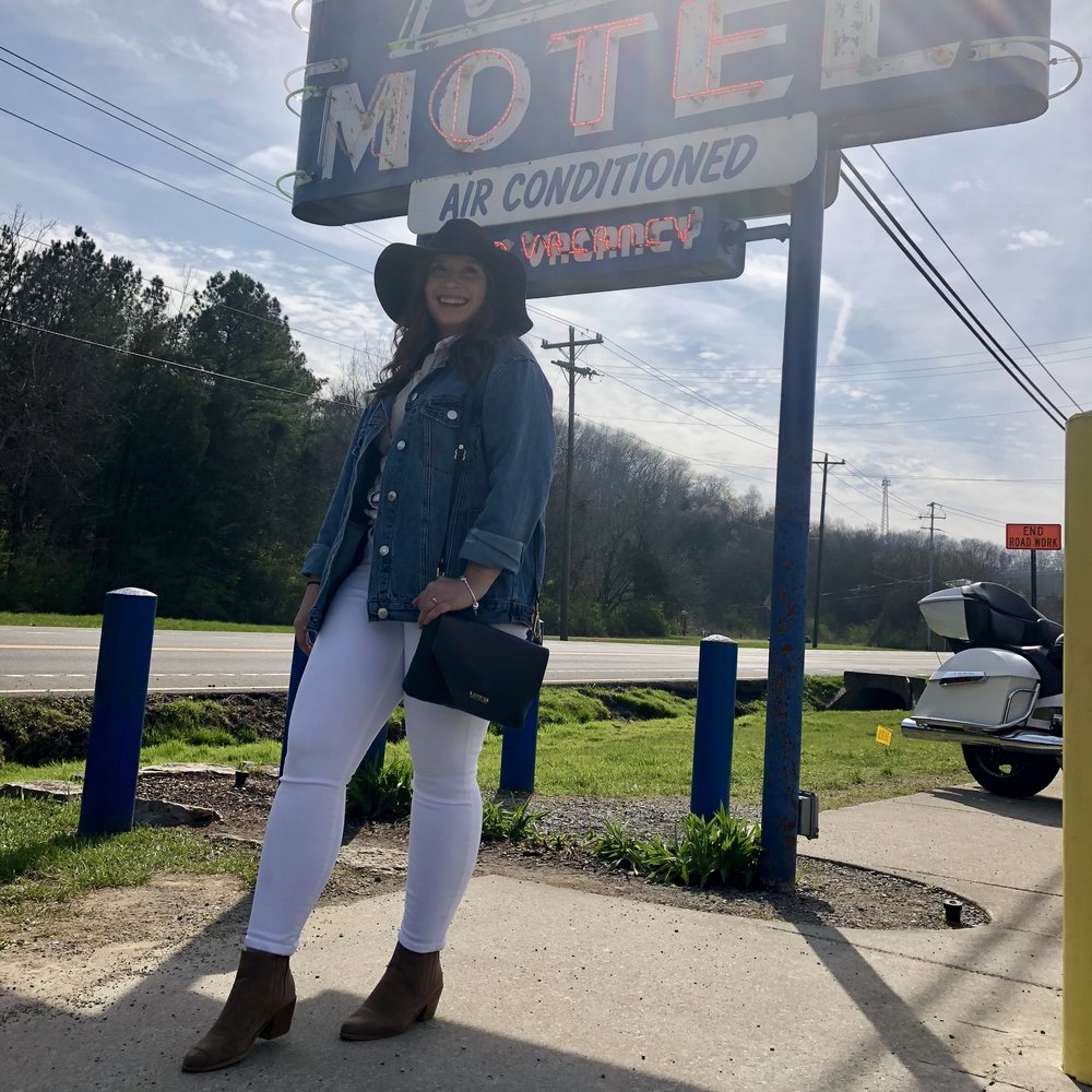 Everything I Wore in Nashville - Nashville Outfit Ideas - loveless cafe picture ideas - white jeans outfit ideas - black hat outfit ideas - denim jacket outfit - jean jacket outfit
