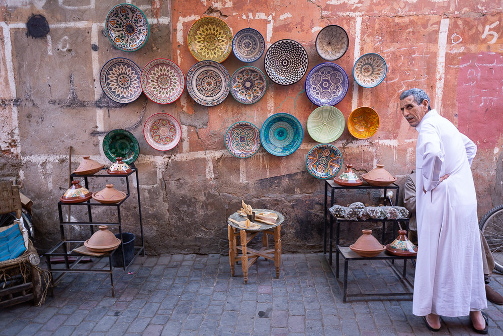 As soon as you enter the Medina, you are immediately attracted to the colors and forms of the local craftsmanship and its manufacturers... The undisputed protagonists of the city.