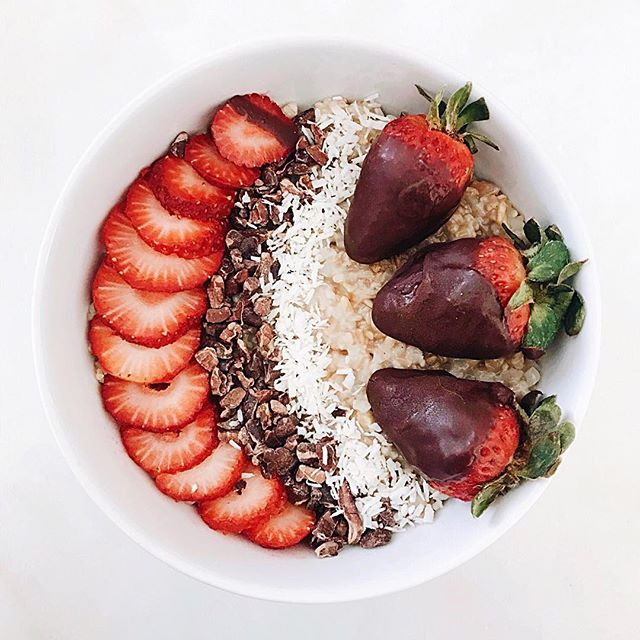 chocolate covered strawberry oats.jpeg