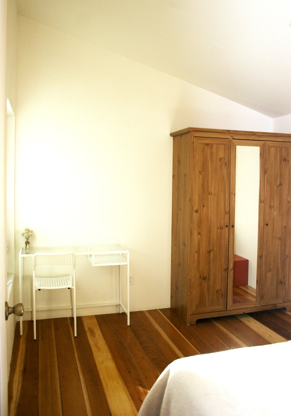 Visiting artist loft - private bedroom and open loft space for individuals and small groups
