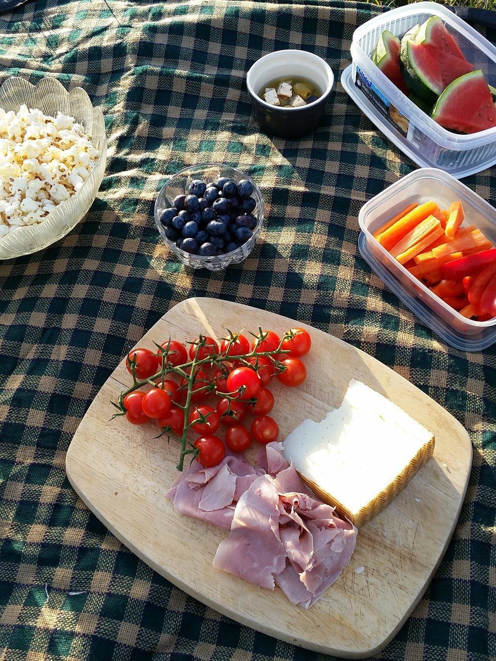 picnic-888398_1920.jpg