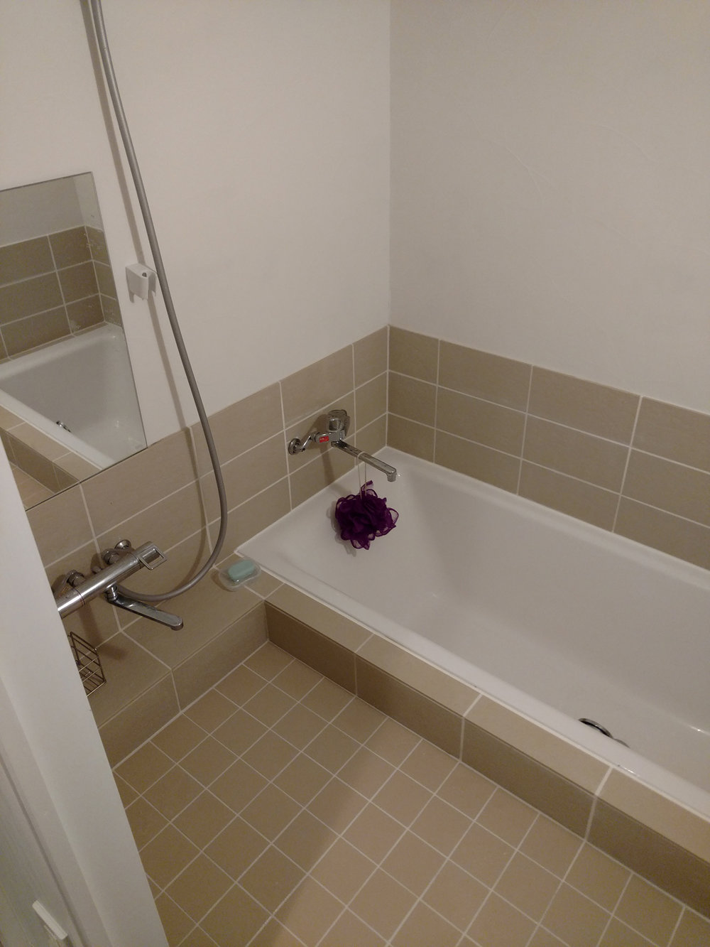02bathroom2.jpg