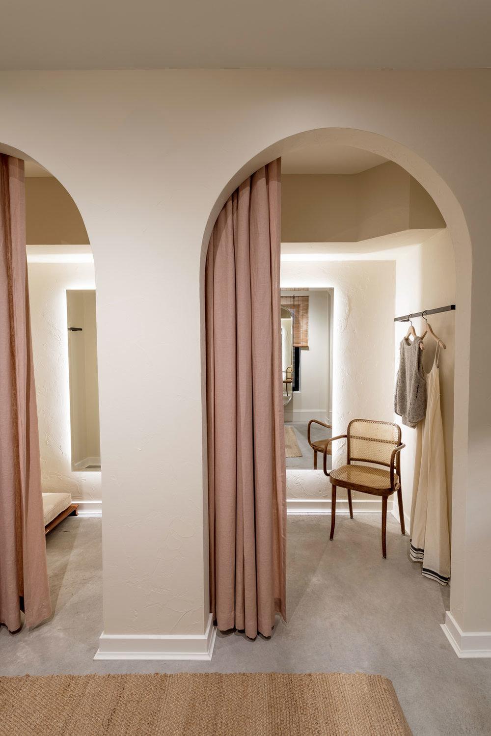 Dressing_Room_1_FNL-8168b.jpg