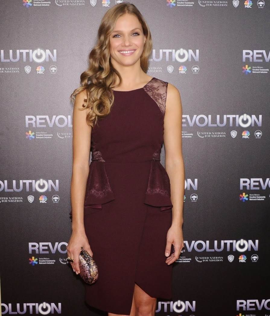 "Tracy Spiridakos ""Revolution"""