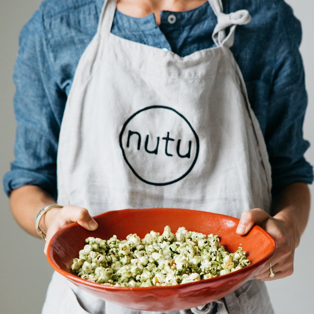 Nutu moringa has a subtle, nutty and earthy taste that lends itself to a wide range of culinary applications, including smoothies, juices, teas, lattes, baked goods, soups, dressings and much more—adding a powerful nutritional boost to our favorite everyday foods. -