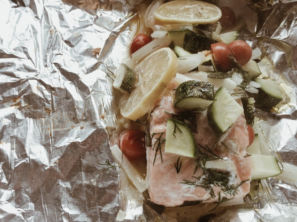 Easy_Oven_Salmon_and_Veggie_Pouches_4.JPG