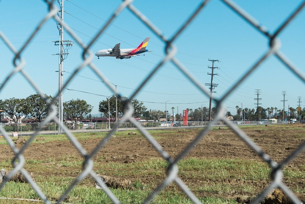 Plane landing in LAX