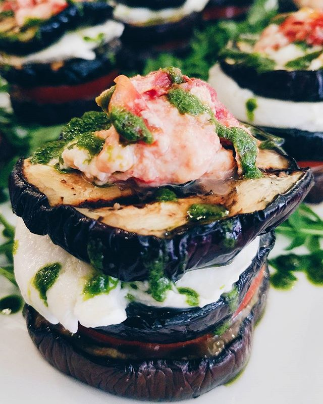 Chef @santosh2043 is at it again with some seriously good eats 👌🏼 This is an Aubergine stack with tomato, mozzarella, rocket, pepper, salsa and basil pesto! So so good hot or cold. Come get some before it disappears 😉
