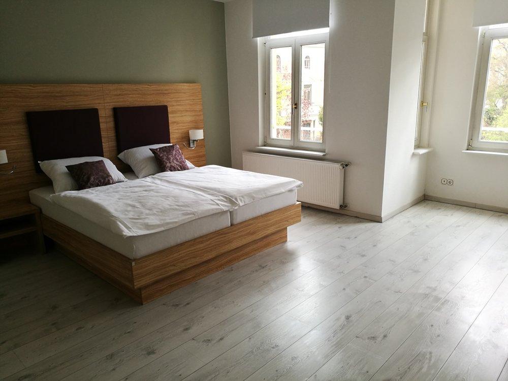 Hotel Halle Appartementhaus Zimmer 2.jpg