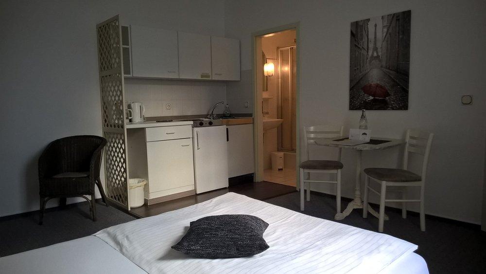 Hotel Halle Appartementhaus Zimmer 8.jpg