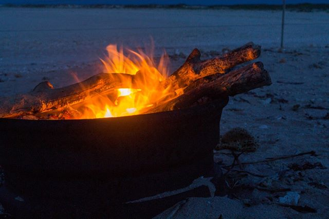 Camp fire on the beach, perfect way to end the day. . . . . . . #freetowander #campfire #camping #seeaustralia #pilbaralife