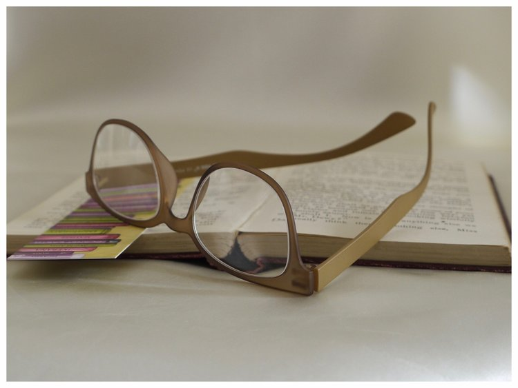 pair of lightweight, unisex reading glasses