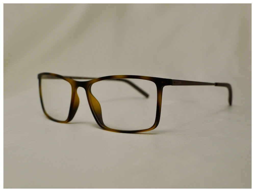 reading glasses with a stylishly retro appeal - These specs are incredibly light and therefore comfortable to wear. The frame design is retro in appearance with a gorgeous brown mottle colour. The quality reading lenses are professionally glazed in the UK upon receipt of your order.
