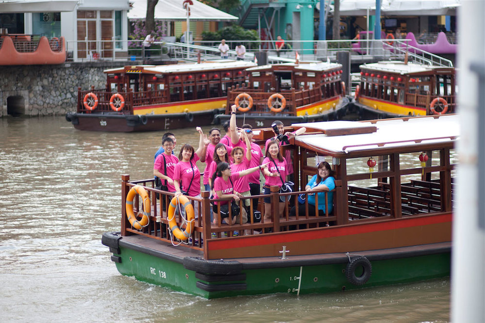 running man at singapore river