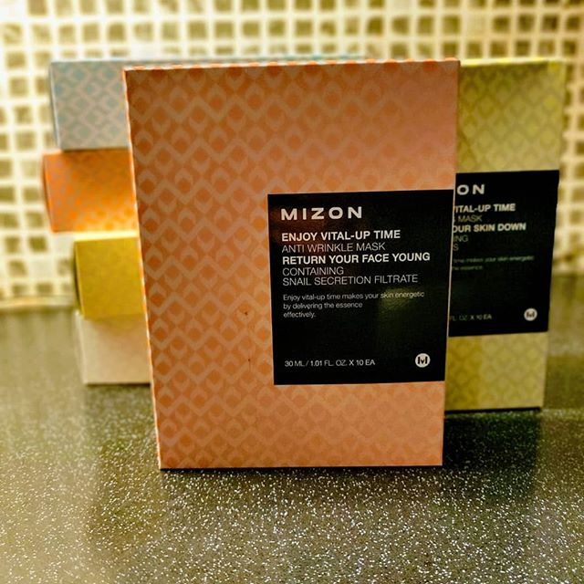 Great news....our Mizon sheetmasks containing innovative ingredients like snail mucin filtrate 🐌 and propolis 🐝 are now available in packs of 10 for only €25 per box! While stocks last 😁  #damsel #mizon #sheetmask #skincare #kbeauty #irishskincare #irishbeautybloggers