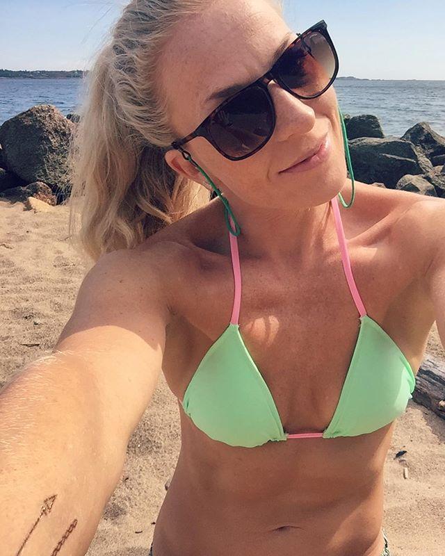 Surfer's life 🏄🏼♀️💦 #husmorferie #sup #vacay #metime #summervibes #surfsup #paddleboard #surfergirl #suplifestyle #utetrening #liveterbestute #utno #visitnorway #aktivejenter #sprekejenter #sprekhverdag #treningsglede #styrketrening #kk #kamillepuls #bemorehuman #larvik #stavern