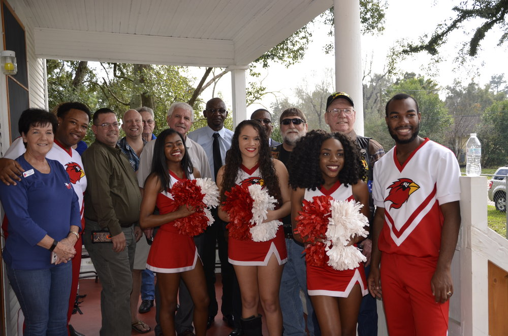 Lamar University Cheerleaders and local veterans ring in 2017