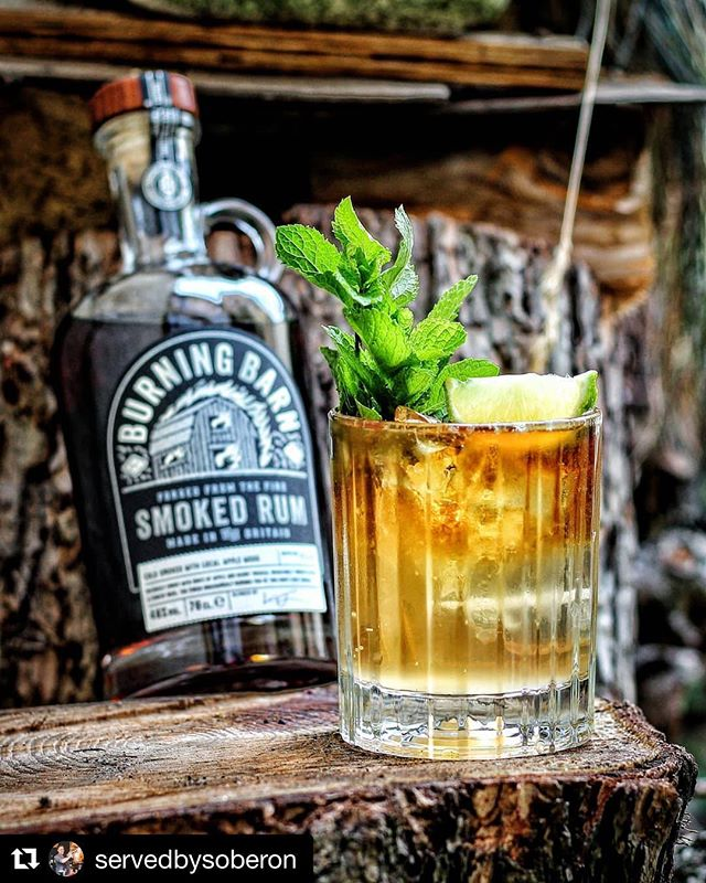What a way to start the week! The talented @servedbysoberon has created a celebration of our Smoked rum in drink form. How good does this sound?! Sign us up! . . . THE SMOKED STORM - 50ml @burningbarnrum Smoked Rum - 10ml @thekingsginger Liqueur - 10ml Lime Juice - 80-100ml @fevertreemixers Smoky Ginger Ale Fill a glass 3/4 with cubed ice, add first three ingredients and stir, top with ginger ale and gently stir once more. Garnish with mint and a lime wedge. A 'Served By Soberon' Original. 🍸🍸 After Sherry Week and Tribute To The Gram, it's time for the 'regular' SBS schedule to return 🍹 sharing originals, classics, or riffs on existing classics trying to get the best out of a plethora of spirits, liqueurs or anything else I can get my eager mixing-hands on.🙌 Today, I'm bringing you a twist on the 'Dark and Stormy' 🥃 using two smoked ingredients, resulting in a beastly concoction that will pull you into full Autumn-mode with a single sip 🍂. . First up, there's the Smoked Rum from 'Burning Barn', UK's very first Smoked Rum, created by cold-smoking a base rum with local (Warwickshire) Apple Wood.🍏 The brand was founded as a tribute to the family's barn which got destroyed in a fire, little over three years ago 🔥 the release of their Smoked Rum a way of coping with this tragic loss.💔 Adding ginger liqueur for some punch, a dash of lime juice for vibrance, yet then, smack in the face, a second smoked ingredient: Fever Tree's Smoky Ginger Ale! 😍 A Ginger Ale created with three types of ginger and finished by smoking the result with... Apple Wood Smoke as well!🍎 Both the Rum and Mixer complimenting each others strengths and bringing some heat to the palate without overpowering on either the Ginger or Smoke field! ❤️ Drinkstagram, rock the new week! Let's fire things up! 🍸🍸 #cocktail #cocktails🍹 #drinkstagram #rum #fevertree #cocktailoftheday #imbibe #imbibegram #thefeedfeed #cocktailtime #instadrinks #mixology #mixologist #homebar #bartender #cocktailbar #itsfiveoclocksomewhere #coctel #cocktails #repost