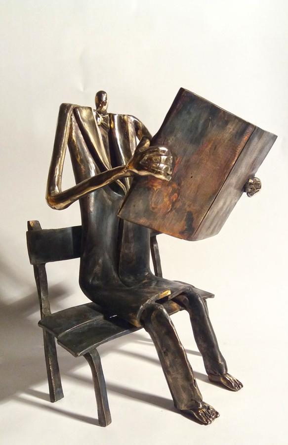 Poranna-prasa-bronze-h21-cm.jpg