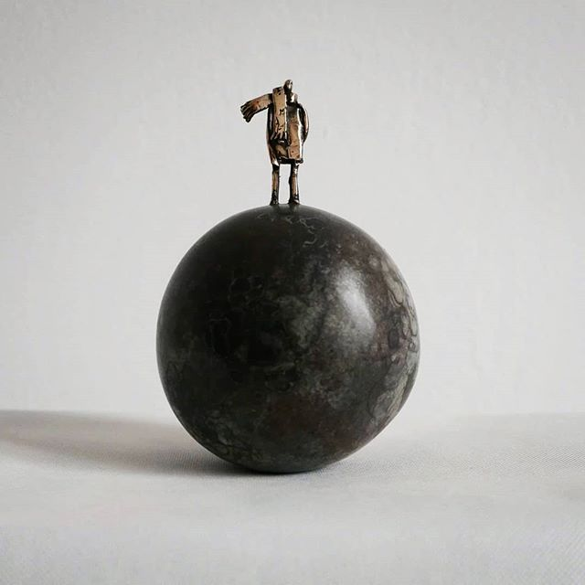 Ball (The Little Prince) 🧣 . . . . . #leszekmichalski #sculpture #ball #littleprince #art