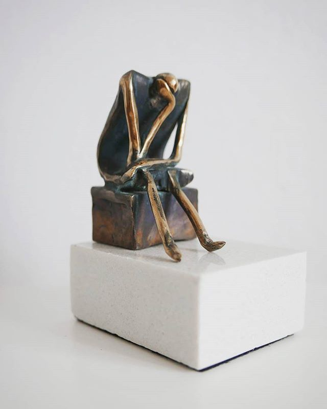 Sitting 🧘‍♂️ . . . . . #leszekmichalski #sculpture #sitting #bronze #art