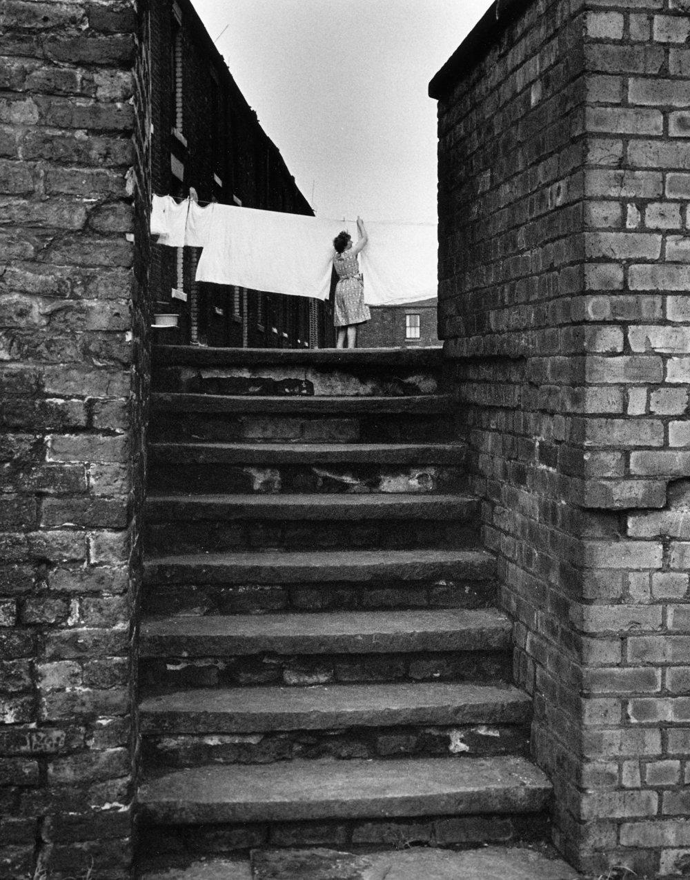 Woman hanging out washing, Salford, 16-75-3 (1962).jpg