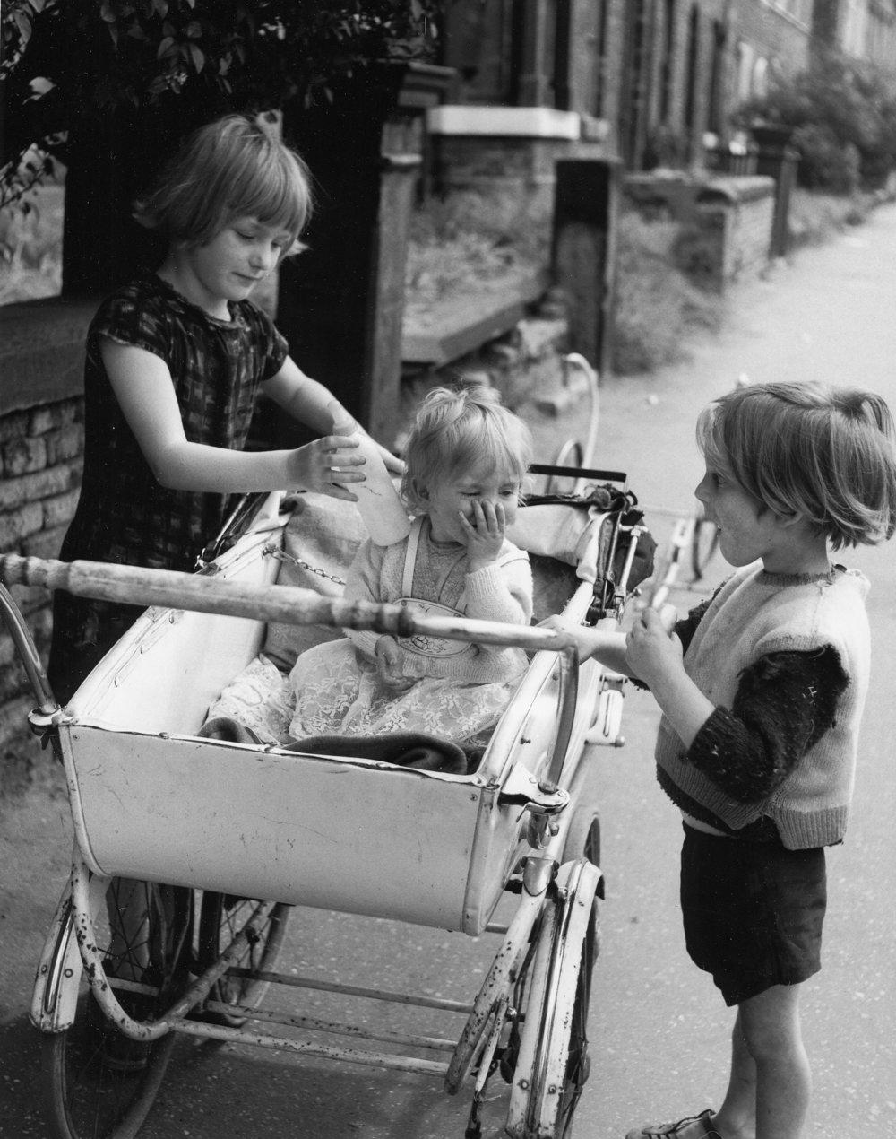 Cheetham, Mcr., 2 girls & baby, 18-68-6, (1966).jpg
