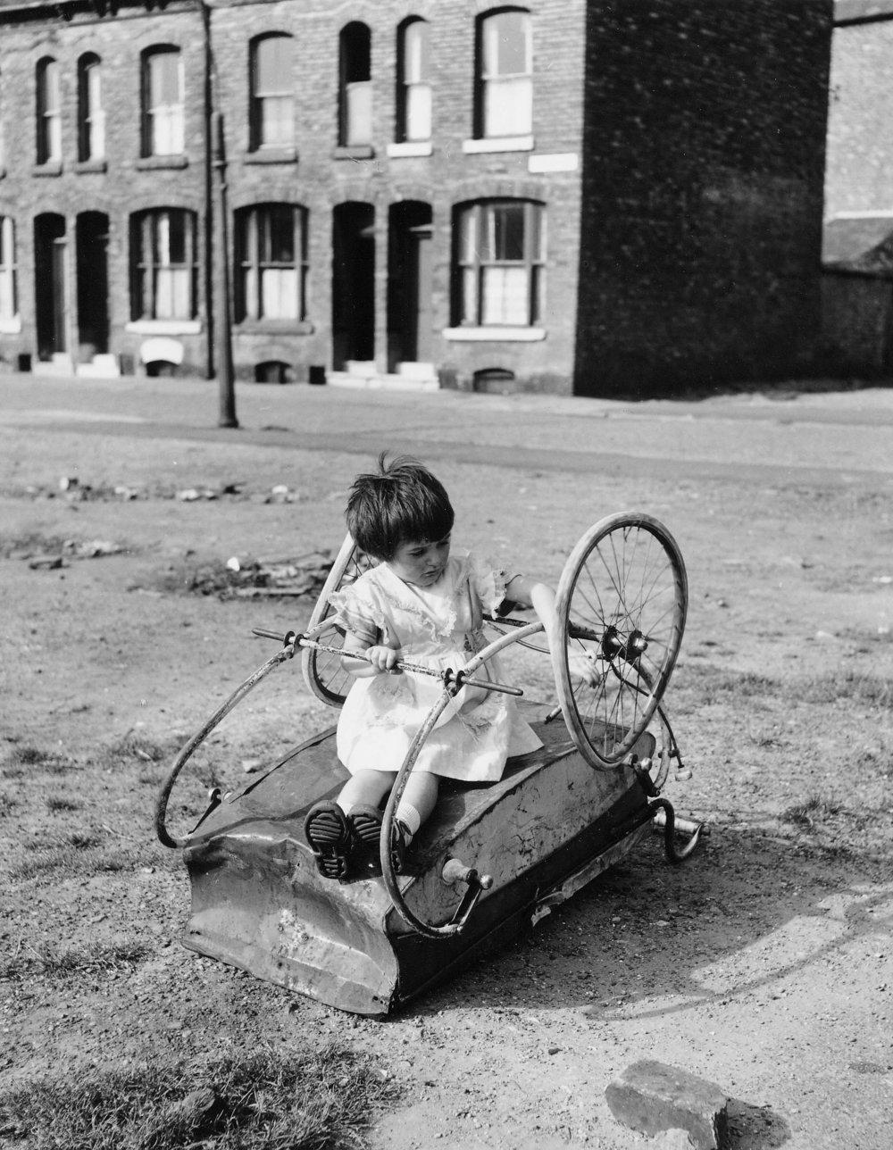 Girl on Pram, Moss Side, 18-39-11, (1964).jpg