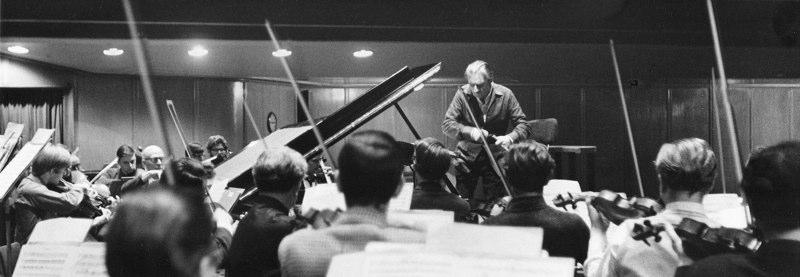 Barbirolli & Halle Orchestra 19-21-5 (1968).jpg