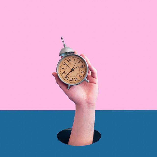 Mis consejos para despertarse temprano ⏰ . Link al artículo completo en mi blog (link en bio) 🤓 . Soy de las personas a las que la curiosidad y la creatividad nos mantiene despiertos hasta tarde. . Soy de las personas a las que nos cuesta salir de las cobijas en la mañana. . Si te sentís identificado, posiblemente mis consejos favoritos te sirvan también. . 1) No usar el botón de snooze 2) Dejar el celular lejos de la cama 3) No dejar que el cerebro piense 4) Definir una rutina fija y fácil . En el artículo completo en mi blog explico mejor cada consejo, hay un vídeo muy importante y dejé también algunos links a otros artículos que repaso de vez en cuando sobre este mismo tema 🤓 . . . . . #costarica #emprendedores #habitos #habitossaludables #worklifebalance #consejos #coachingdevida #coaching