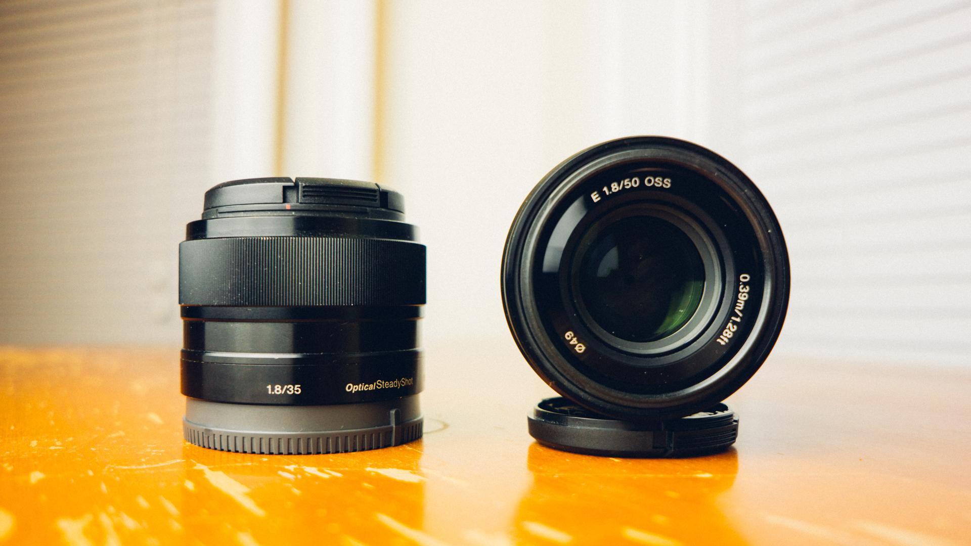 Kindle Vs Sony Reader: A6000 Portrait Lens Comparison