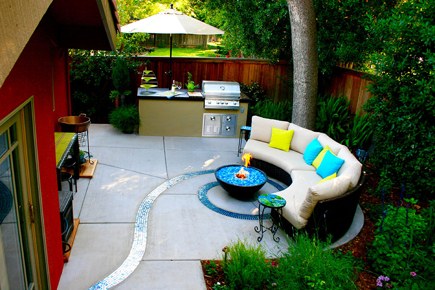 Mosaic fire pit and spiral patio; photo: Gary Kernick