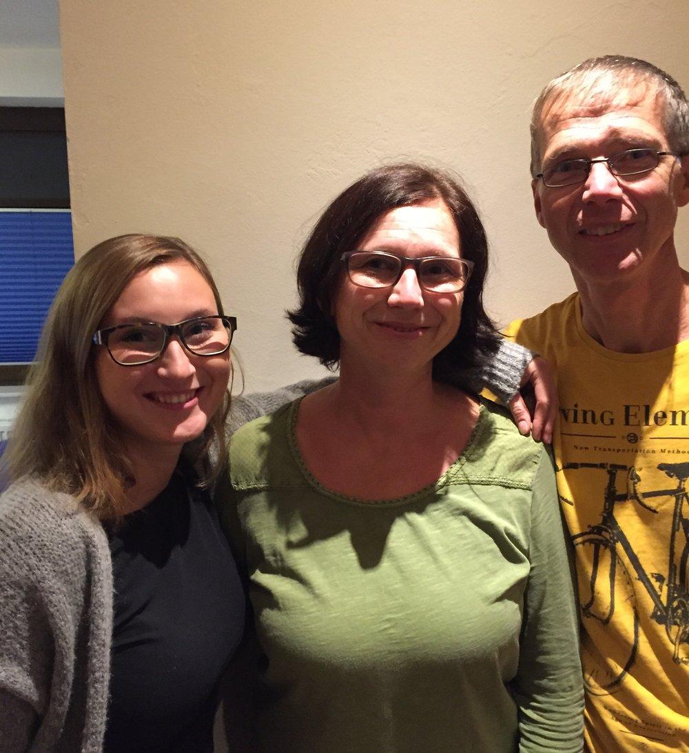 Endelig kom jeg til Ingola og Andreas og deres to skjønne døtre, her representert med Lisa. De ga uttrykk for at syntes det var veldig hyggelig å ha meg på besøk. Ingola hadde hørt fra en venninne at det hadde vært på radioen at det var en kvinne som gikk fra Oslo til Roma. Tenk at det var meg. 👏👏 Radio og i avisa- hva skjer a.