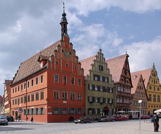 Jeg rusler litt rundt i byen som svenskekongen Gustav Adolf sikkert gjorde da han var her på 1600 tallet.
