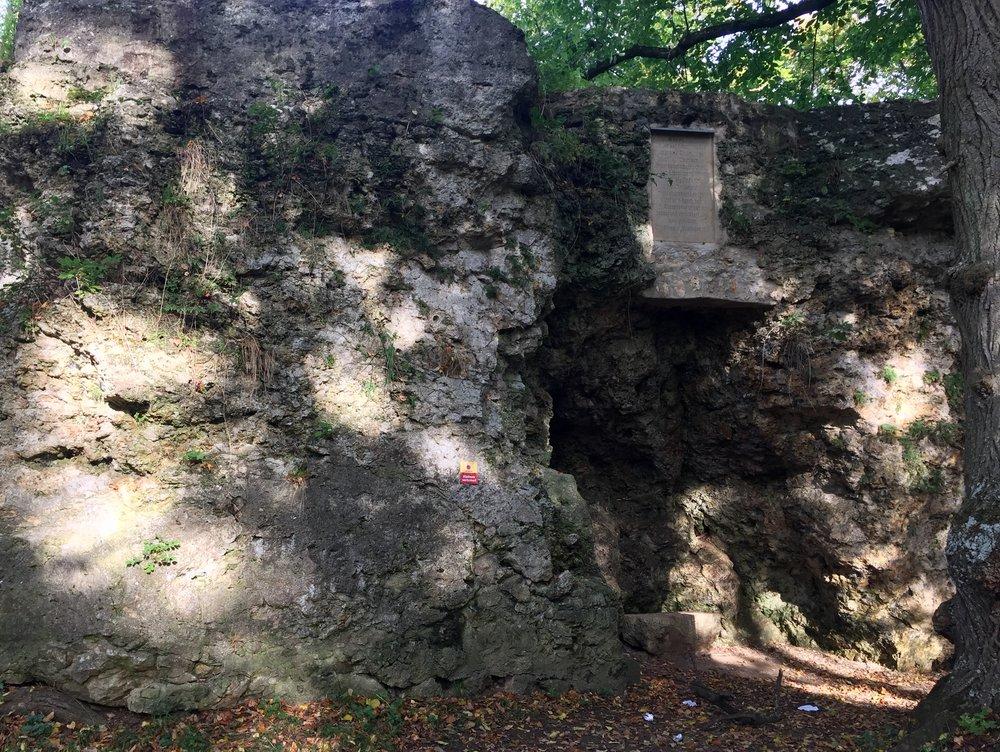 Bilde av et krater som finnes på Marienhöhe.