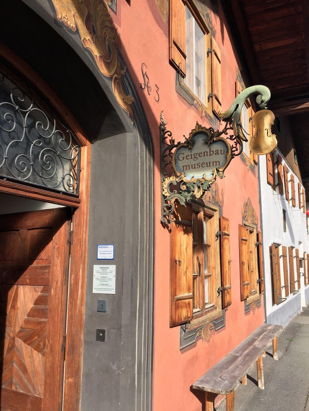 Et eget museum om feler. Geigenbau museum.