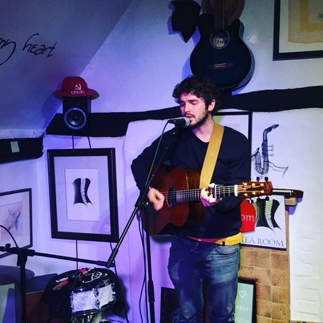 Playing in #Chesham tonight at the amazing @the_drawingroom_ with fellow #FyldeGuitars man  @elliottmorrismusic  He's just finished his soundcheck now and I have to say I'm really looking forward to his set. It just so happens it's all being streamed live here⚡️ https://www.youtube.com/watch?v=kOJQTqsTe78  Tune in